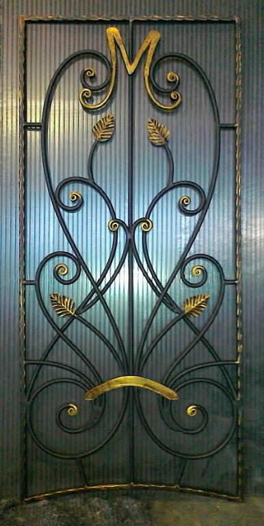 распашные металлические решетки на входную дверь